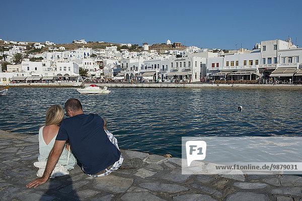 sitzend Hafen Stein Kai Kykladen Griechische Inseln Mykonos