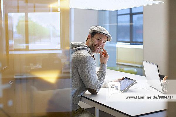 Porträt des Mannes beim Treffen