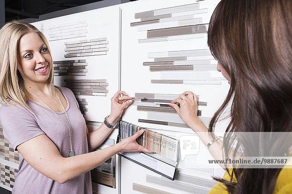 Innenarchitekt Rat Vielfalt Laden Design Ausstellungsraum Fliesenboden Kachel Innenarchitektin