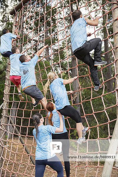 Kletternetz auf dem Bootcamp-Hindernisparcours