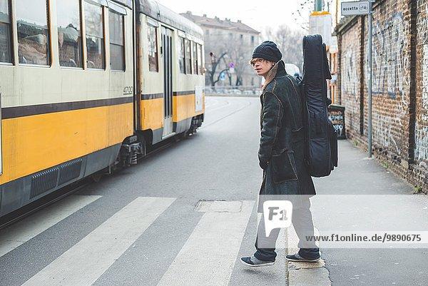 Musikerkreuzung neben der Straßenbahn  Mailand  Italien