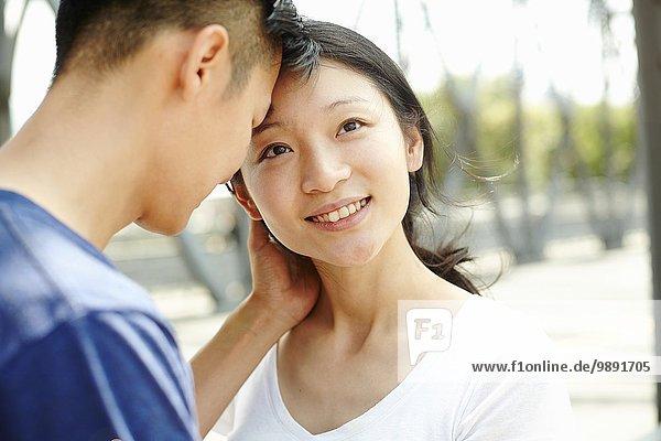 Nahaufnahme eines romantischen Paares  The Bund  Shanghai  China