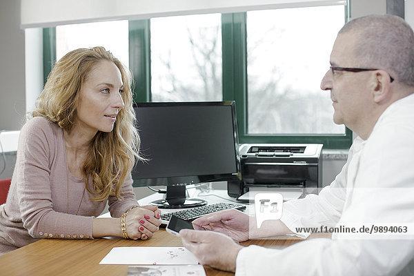 Frau reifer Erwachsene reife Erwachsene Büro Arzt