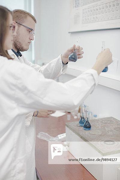 Laborant, Wissenschaftler, arbeiten