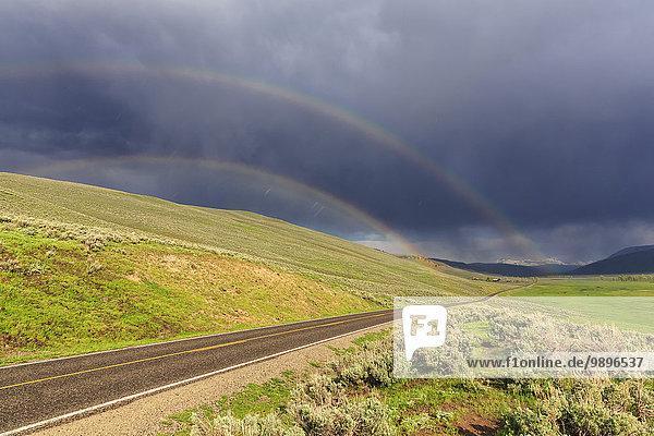 USA  Wyoming  Yellowstone Nationalpark  Lamar Valley  Doppelregenbogen