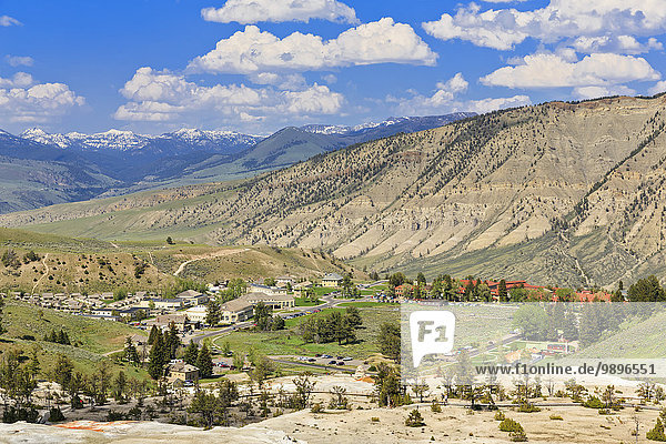 USA  Yellowstone Nationalpark  Blick auf das Dorf Mammoth Hot Springs