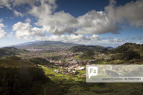 Spanien  Teneriffa  Kanarische Inseln  Anaga Berge  Blick von Mirador de Jardina nach San Cristobal de La Laguna