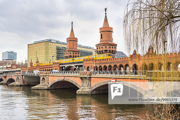 Germany  Berlin  View to Oberbaum Bridge and Spree River