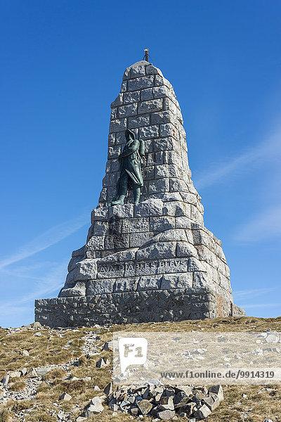 Denkmal für die Blauen Teufel  Diables bleus  Gebirgsjägerbataillon im Ersten Weltkrieg  errichtet 1927  auf dem Großen Belchen  Grand Ballon  höchster Berg der Vogesen  Soultz-Haut-Rhin  Elsass  Frankreich  Europa