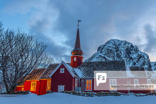 Kirche von Flakstad bei Nacht  Flakstad  Lofoten  Norwegen  Europa