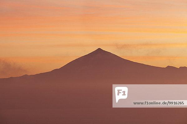 Ausblick auf den Teide auf Teneriffa bei Sonnenaufgang  von Gomera  Kanarische Inseln  Spanien  Europa