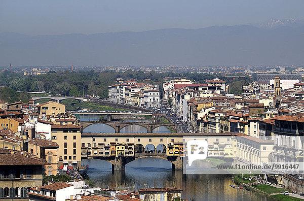 Stadtansicht mit der Ponte Vecchio  Florenz  Toskana  Italien  Europa