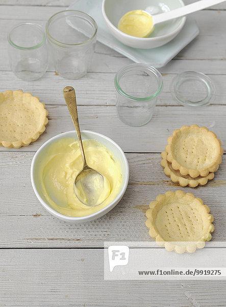 Studioaufnahme warten über füllen füllt füllend weiß mischen Ansicht tarte Vanillesoße Mixed