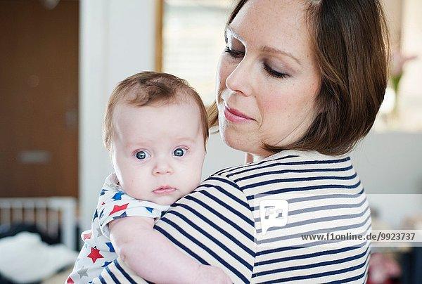Mutter mit Baby Tochter