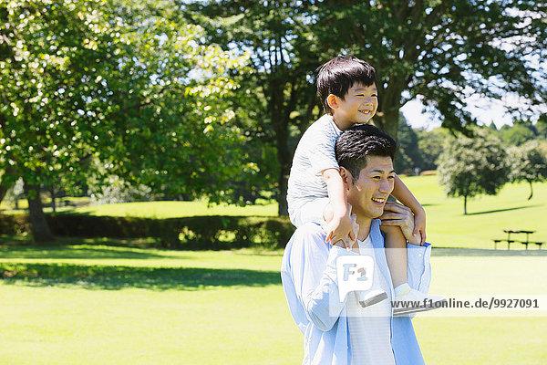 Fröhlichkeit Menschlicher Vater Sohn Großstadt japanisch