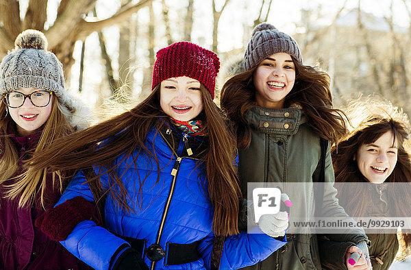 Außenaufnahme Europäer Winter Mädchen freie Natur