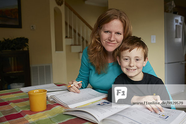 Europäer Sohn Hilfe Mutter - Mensch Hausaufgabe