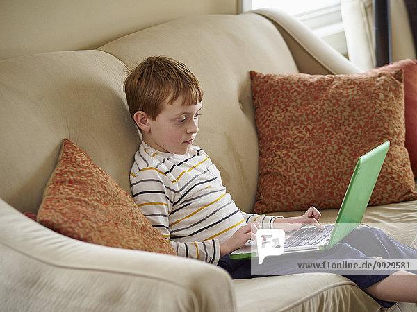 benutzen Europäer Notebook Couch Junge - Person