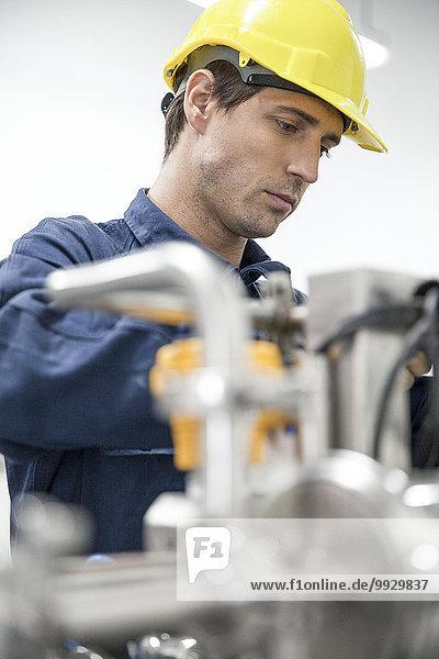 Arbeiter bei der Arbeit in der Fabrik