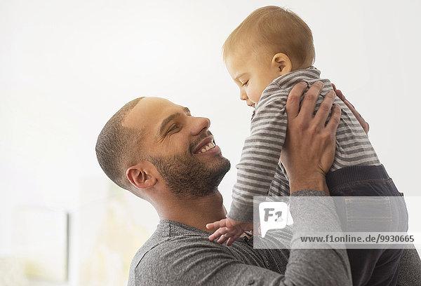 lächeln Menschlicher Vater Sohn Baby spielen
