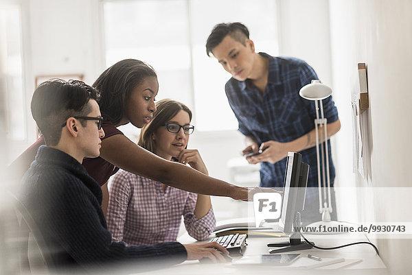 Zusammenhalt Computer Mensch Menschen arbeiten Business