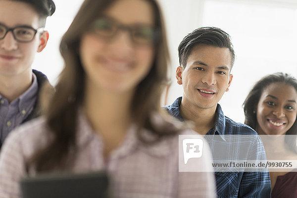 Geschäftsmann lächeln Büro
