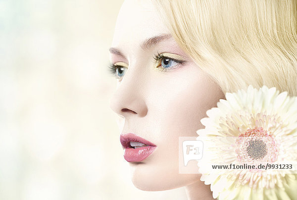 Europäer Frau Blume Lippenstift weiß pink Kleidung