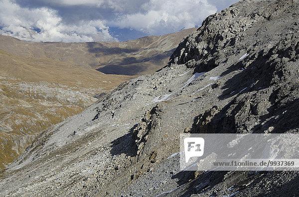 Felsbrocken senden Europa Berg Stein Steilküste Hochebene Kanton Graubünden Schweiz