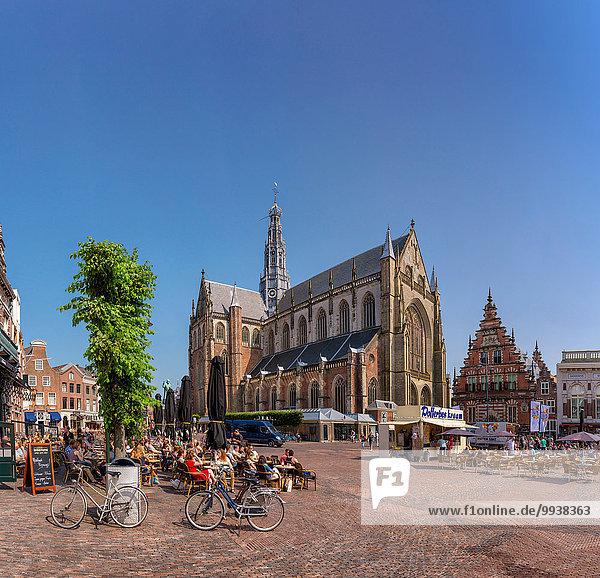 Europa Mensch Menschen Sommer Großstadt Kirche Dorf Niederlande Haarlem