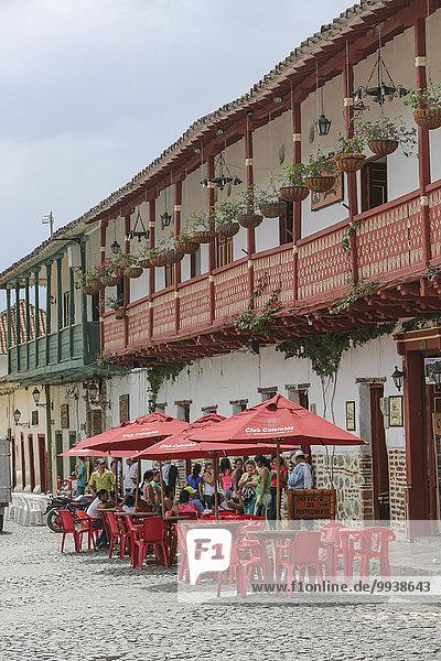 Stadt Großstadt Straßencafe lateinamerikanisch Kolumbien Kolonialstil Südamerika