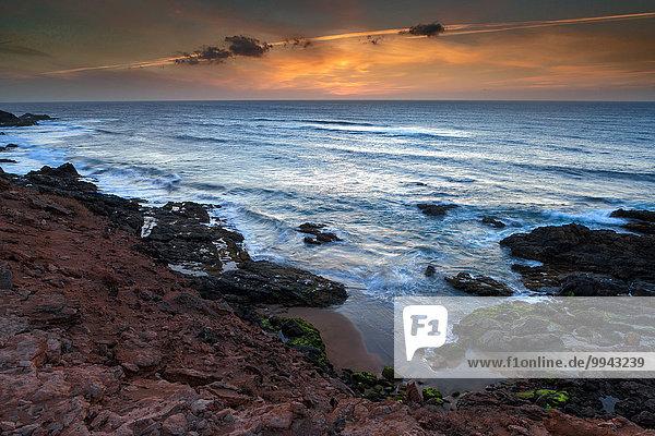 Felsbrocken Europa Abend Steilküste Küste Meer Kanaren Kanarische Inseln Fuerteventura Stimmung Spanien