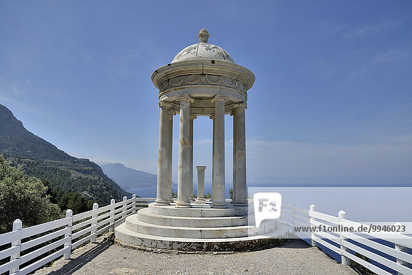 Ionischer Tempel auf dem Landgut Son Marroig  ehemaliger Wohnsitz von Ludwig Salvator  bei Deià  Mallorca  Balearen  Spanien  Europa