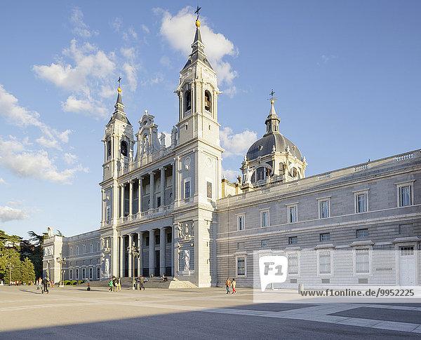 Kathedrale Santa Maria la Real de La Almudena  Madrid  Spanien  Europa