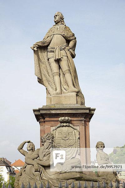 Carl-Theodor-Denkmal auf der Alten Brücke  Heidelberg  Baden-Württemberg  Deutschland  Europa
