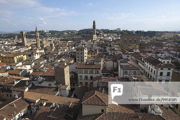 Stadtansicht von Florenz  von der Kuppel des Doms aus  hinten Palazzo Vecchio  Florenz  Toskana  Italien  Europa
