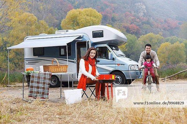 Menschliche Eltern camping Außenaufnahme Tochter