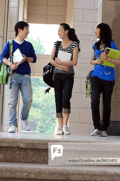 sprechen Student Campus Hochschule