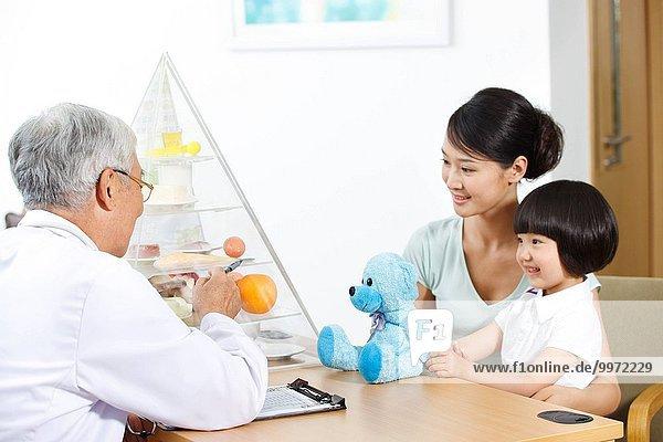 Büro Tochter Arzt Mutter - Mensch