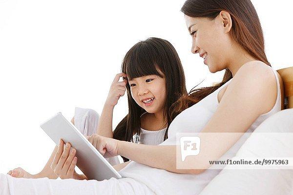 benutzen Computer Bett Tochter Mutter - Mensch Tablet PC
