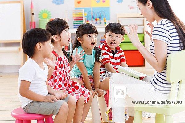 Kindergarten Lehrer erzählen Geschichte