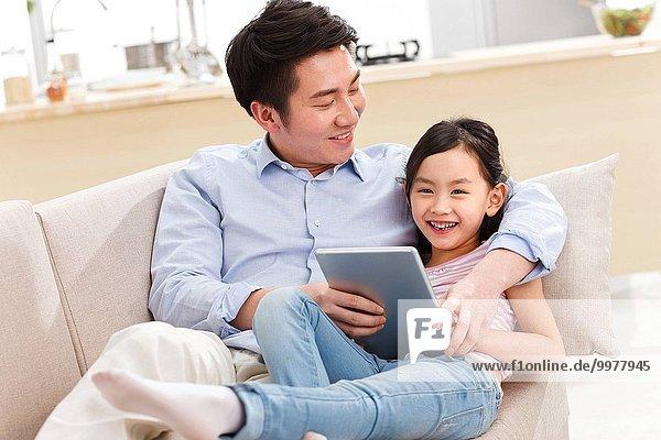 benutzen Menschlicher Vater Tablet PC Tochter