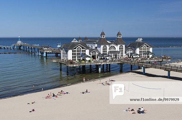 Seebrücke am Strand von Sellin  Insel Rügen  Ostsee  Mecklenburg Vorpommern  Deutschland  Europa