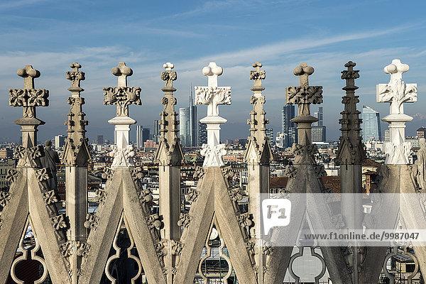 Italien  Lombardei  Mailand  Duomo Türme mit Stadtbild