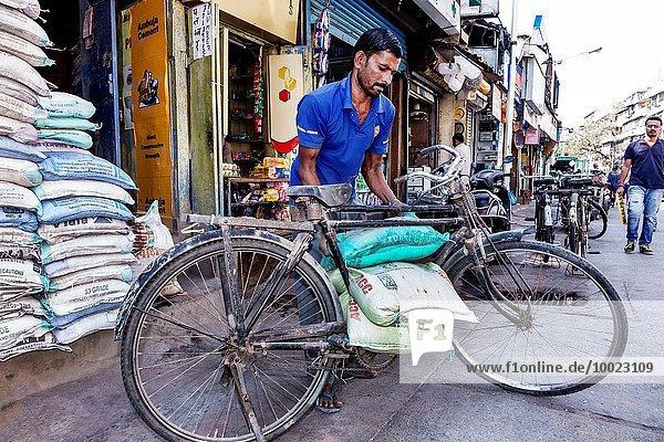 Mann Transport Tasche Damm Fahrrad Rad Bombay bringen Indien Markt