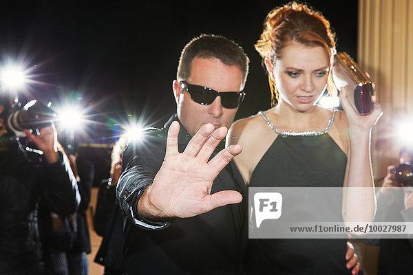Bodyguard-Blockierkamera für Prominente beim Eintreffen auf der Veranstaltung