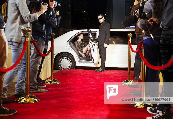 Bodyguard Eröffnungslimousine für Prominente bei der Ankunft auf dem Roten Teppich