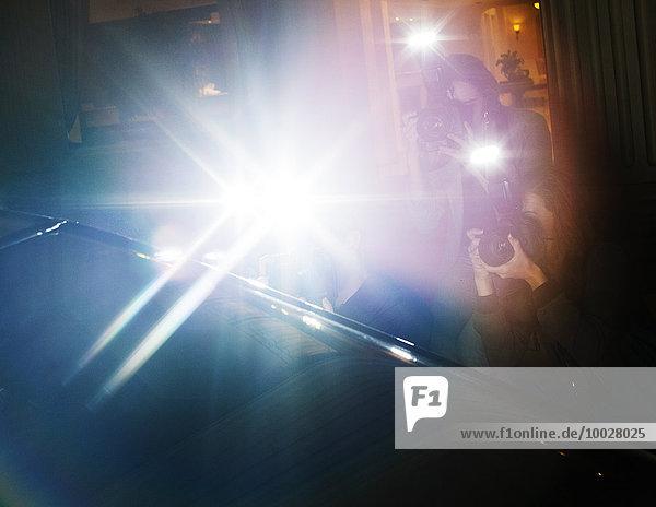 Streulichtblitz von Paparazzi-Fotografen beim Fotografieren auf der Veranstaltung