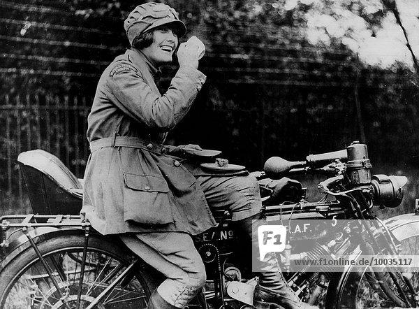 Frau Herausforderung Fahrradfahrer Monarchie Himmel Motorrad
