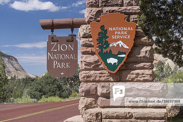 Schilder  Zion Nationalpark  National Park Service  East Entrance  Zion National Park  Utah  USA  Nordamerika