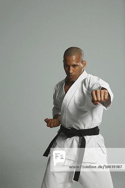 Glatze kahl Kampf Athlet Pose